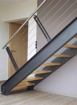 лестница косоур металлический