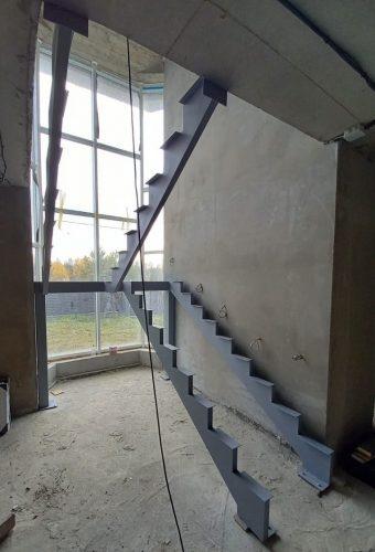 металлический каркас лестницы Бузуны