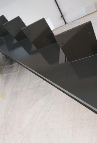 металлический каркас лестницы  Закаблуки