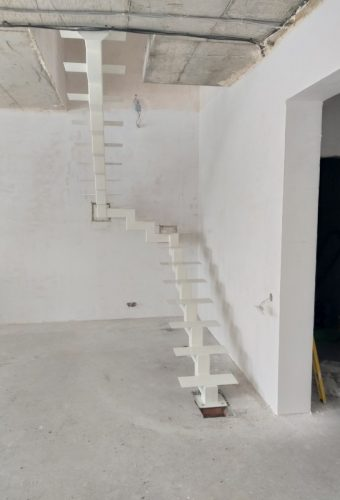металлический каркас лестницы Фаниполь