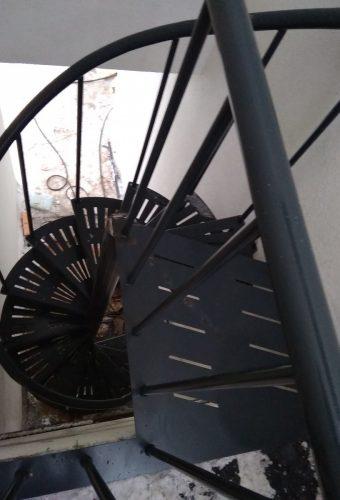 металлическая винтовая  лестница   Закаблуки